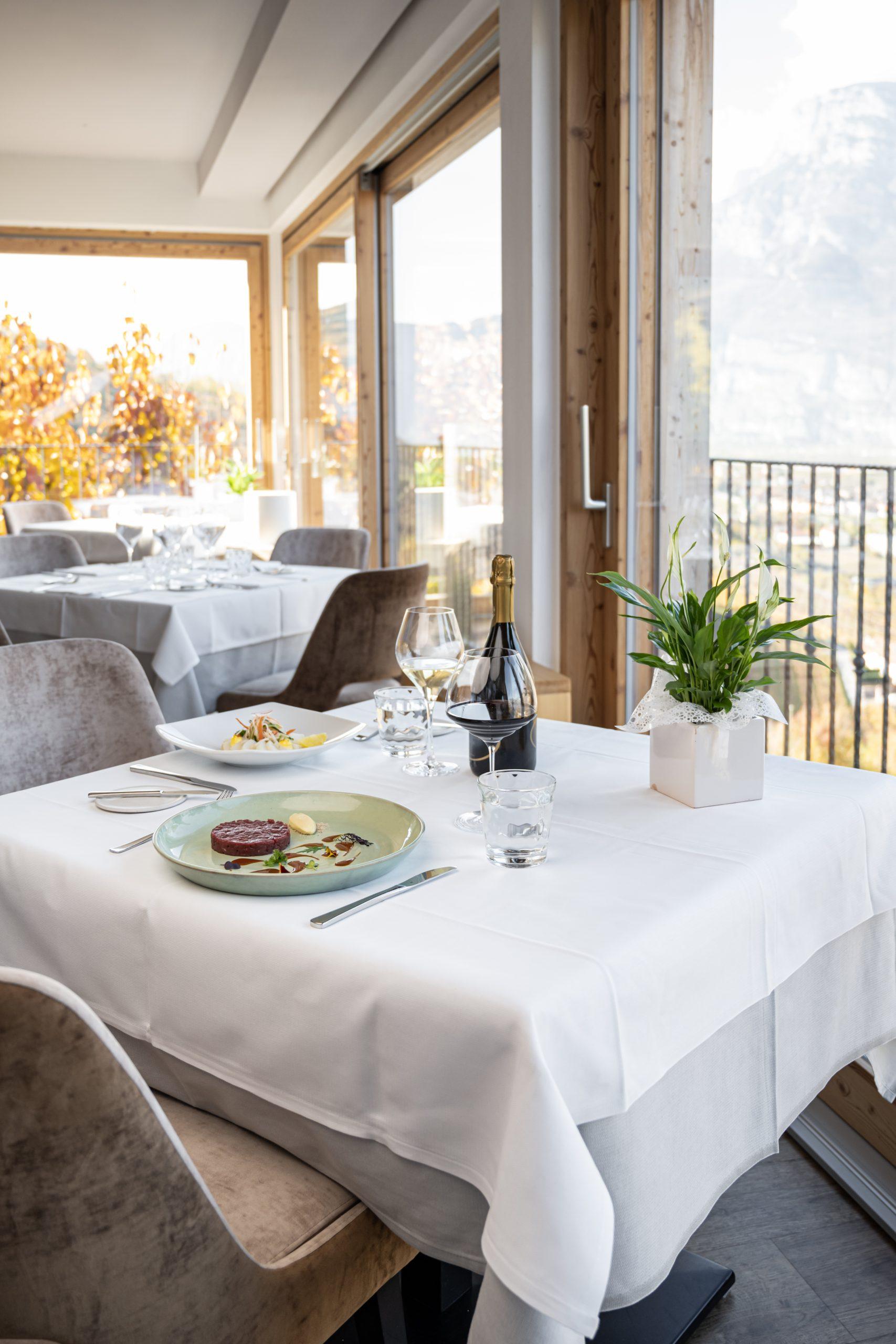 Pranzo con vista al ristorante Vecchia Sorni - Trentino